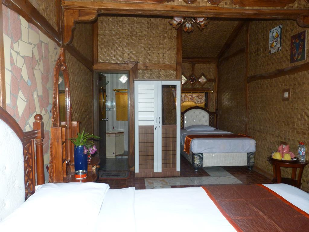 Deluxe Room 3 Pax At Yoschi Home Bromo