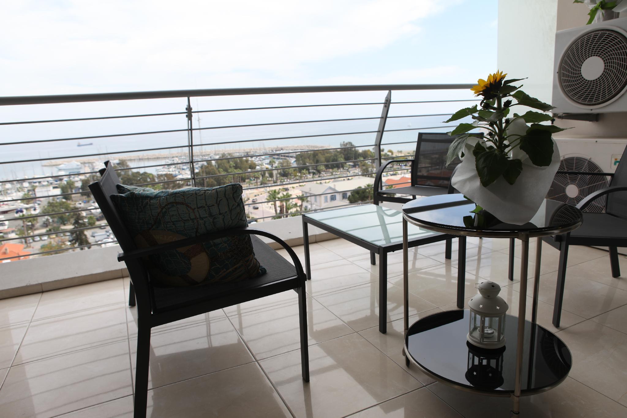 Laila's Luxury Seaview Apartment