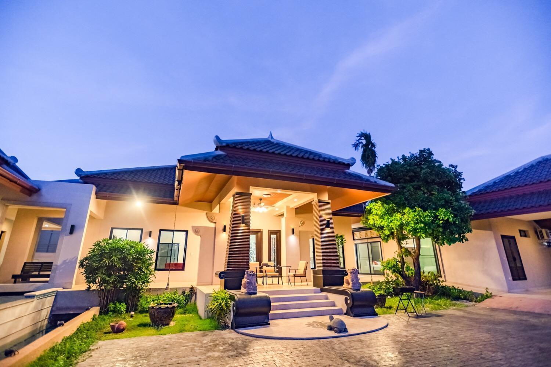 Pattaya Luxury Five-Bedroom Surrounded Pool Resort วิลลา 5 ห้องนอน 6 ห้องน้ำส่วนตัว ขนาด 1100 ตร.ม. – หาดจอมเทียน