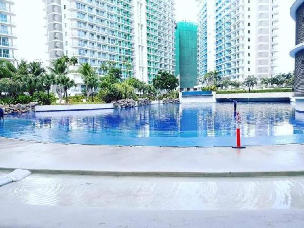 Azure staycation d only Man made & Wavepool Resort Manila