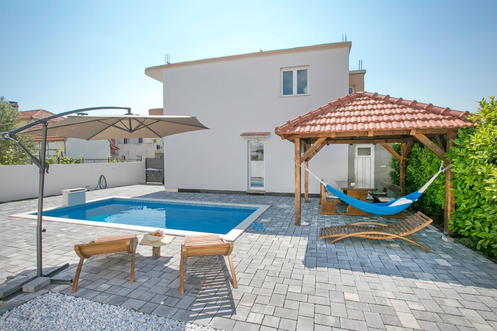 Villa With Pool Dino