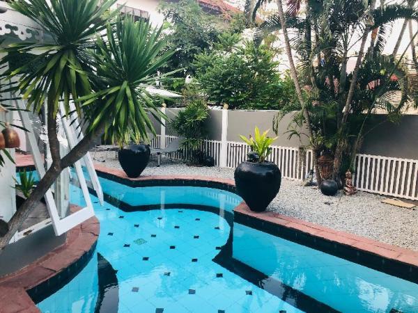 Villa 3 BDR w/ Private Pool Near Walking Street Pattaya