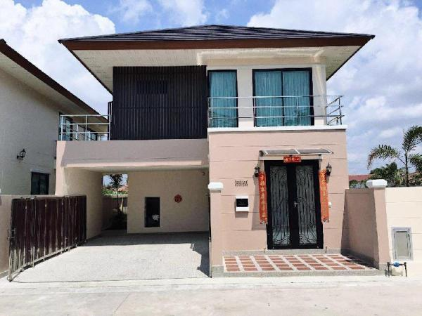 The villa is brand new for rent, there are four rooms with separate bathroom and large garden pool Pattaya