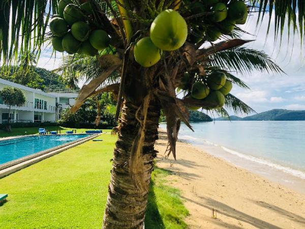D-Lux beachfront 4 bed apartment with sea view Phuket