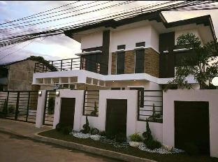 picture 1 of Modern House in the City