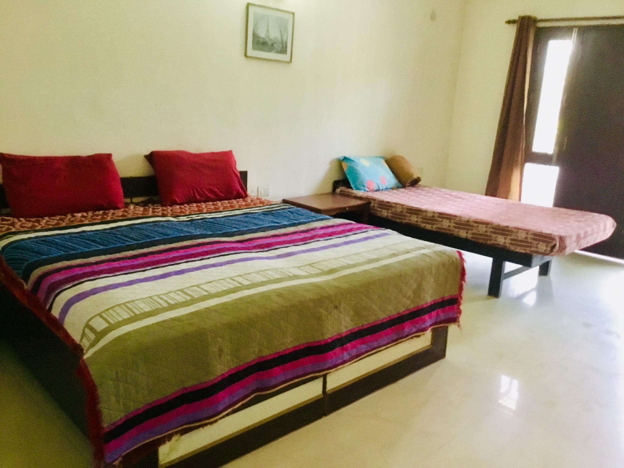 Uttam 2 Private Bedrooms @Medanta Hospital Gurgaon