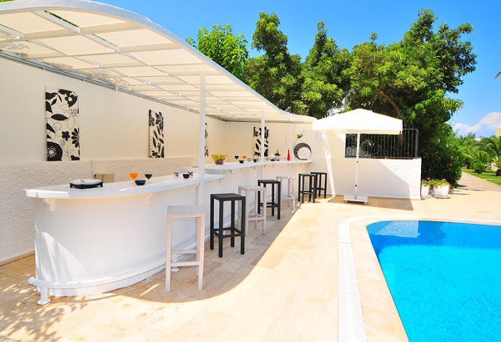La Vida Blanca Villa  5  29560