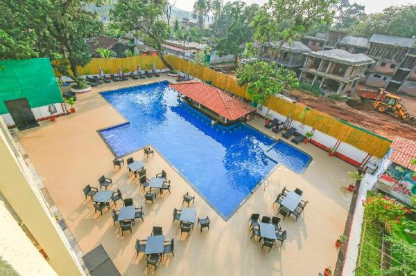 2 luxurious apartments with a pool /73555 Goa