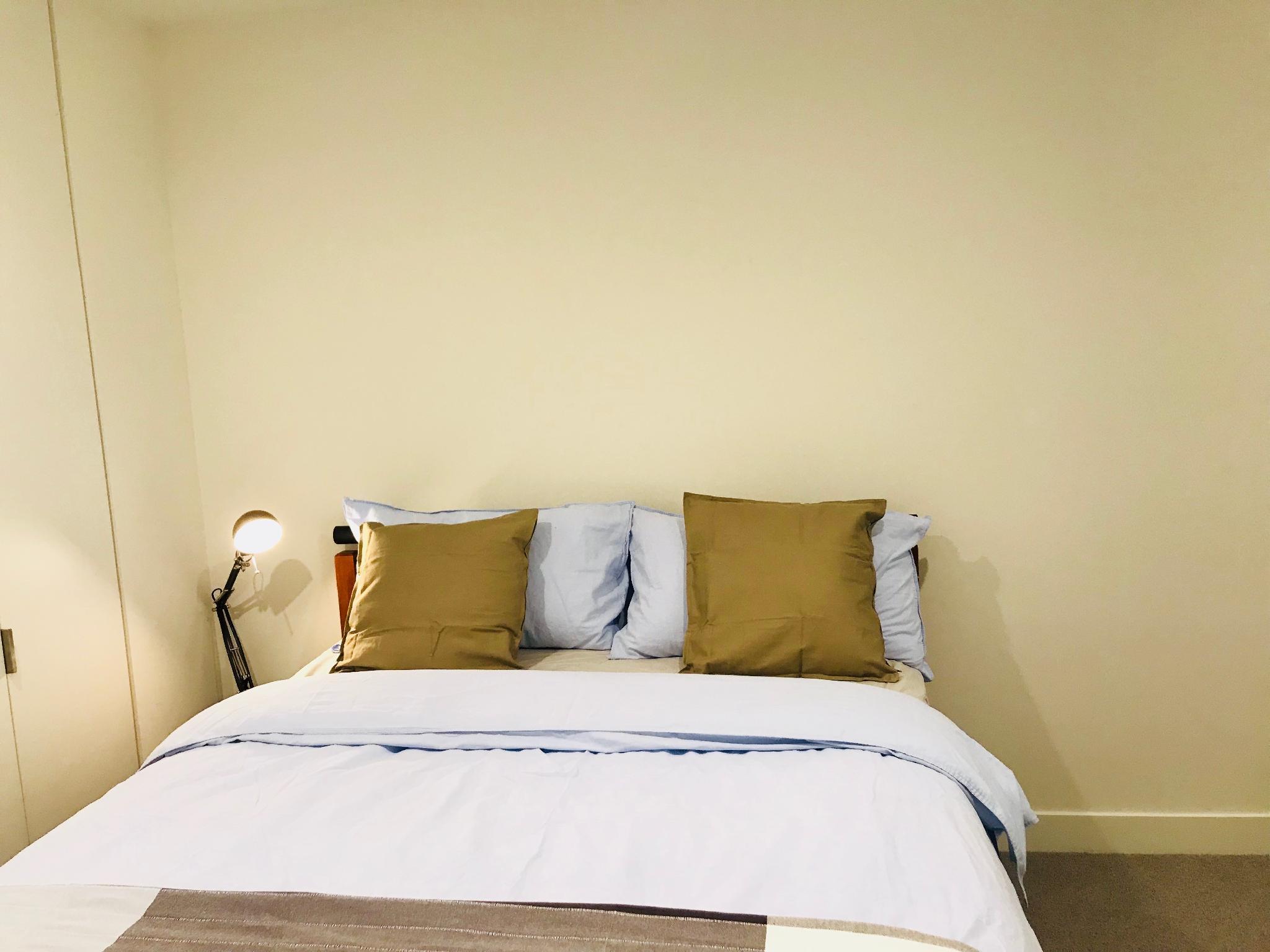 AUMB18 1 Cosy Private Room And Bath Next Mel CBD