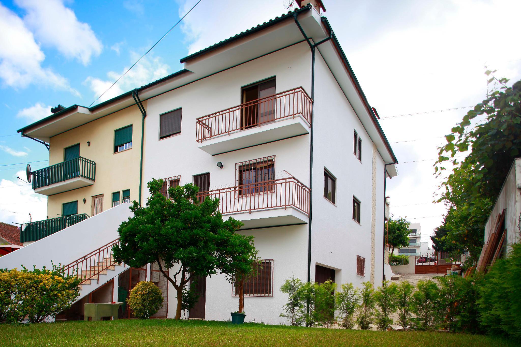 Big House With Garden In Braga