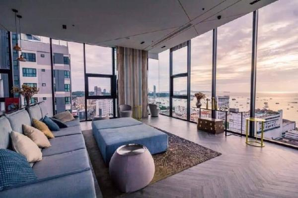 #80 NEW DOWTOWN  LUX CONDO WITH SKY POOL Pattaya