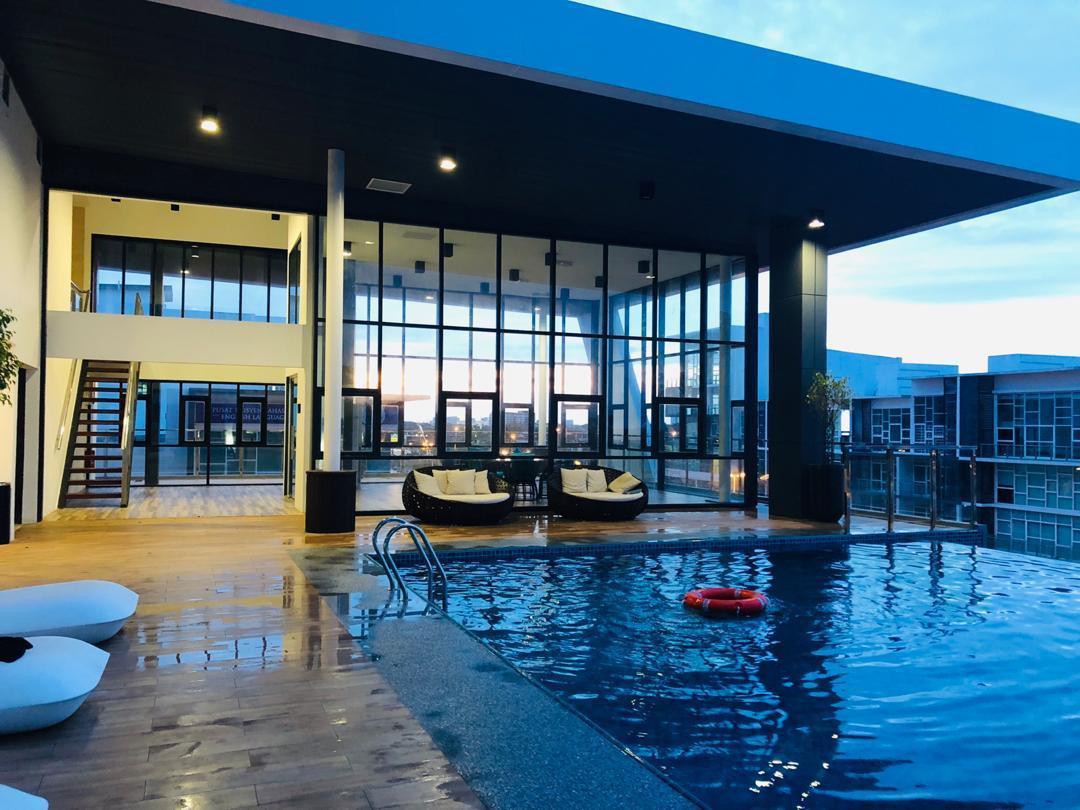 Gala City Infinity Pool Trendy Studio Apartment