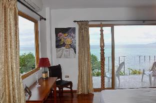 picture 1 of A Rare Gem Spacious Waterfront Home