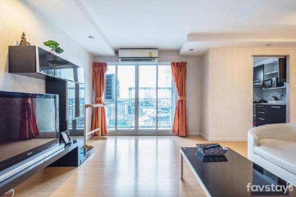 Simple Comfort 2 BR Apartment Short walk to BTS Bangkok
