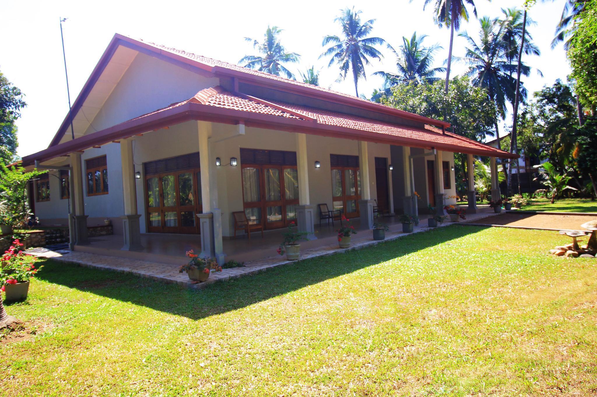 Lake Garden Villa   Romantic Getaway