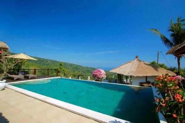 Traditional Private Villa, 3 BR, Lovina w/ staff Bali