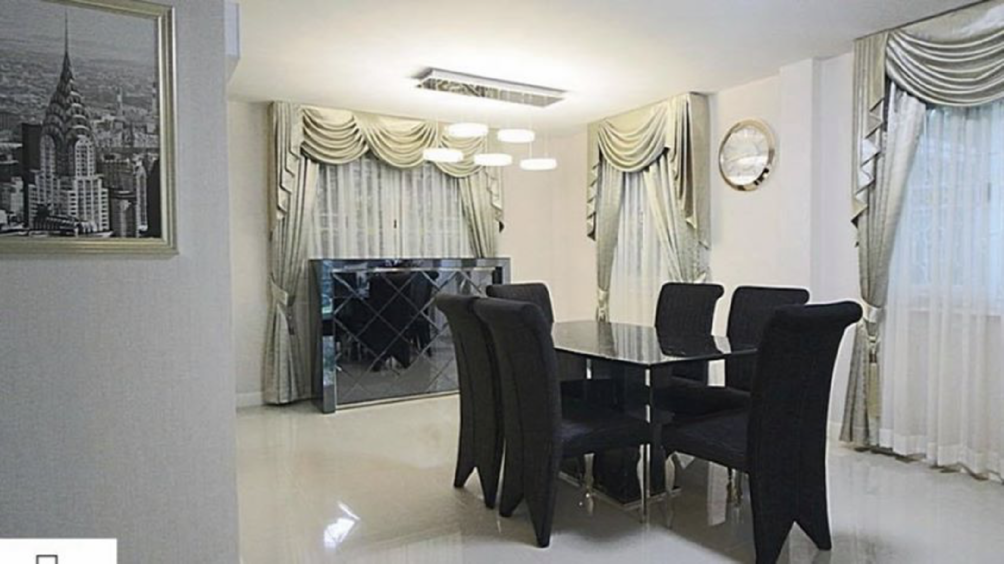 Experience A Peak Of Luxury In This Spacious Home