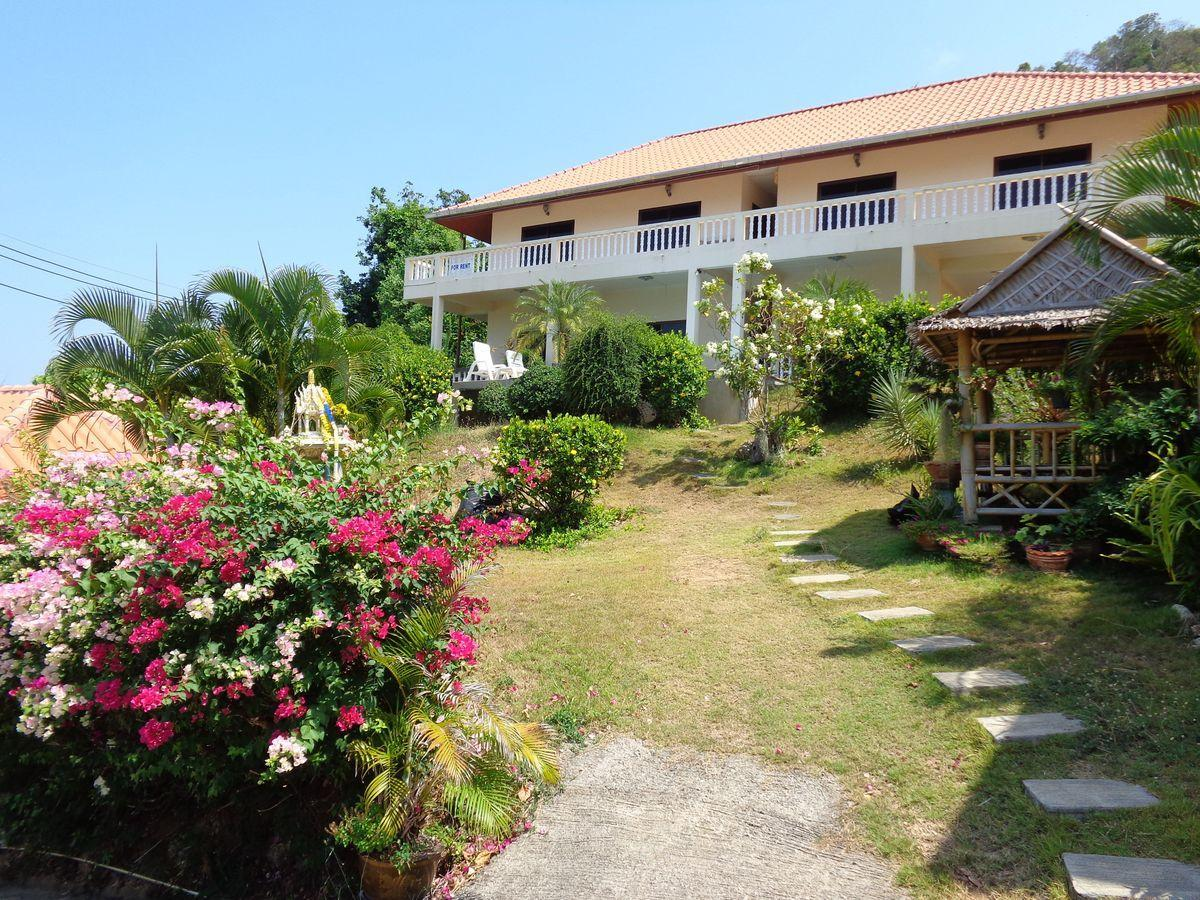 Big Two Bedroom Apartment With Sea View Near Beach