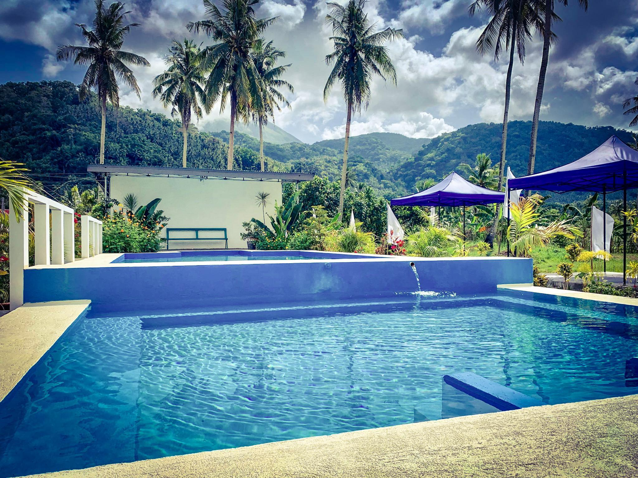 2 Bedroom Vacation Home With Pool And Garden