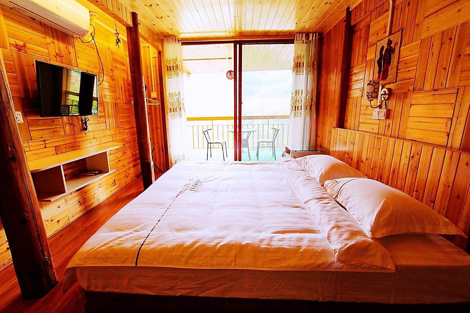Longji Rice Terraces Romantic King Viewing Room
