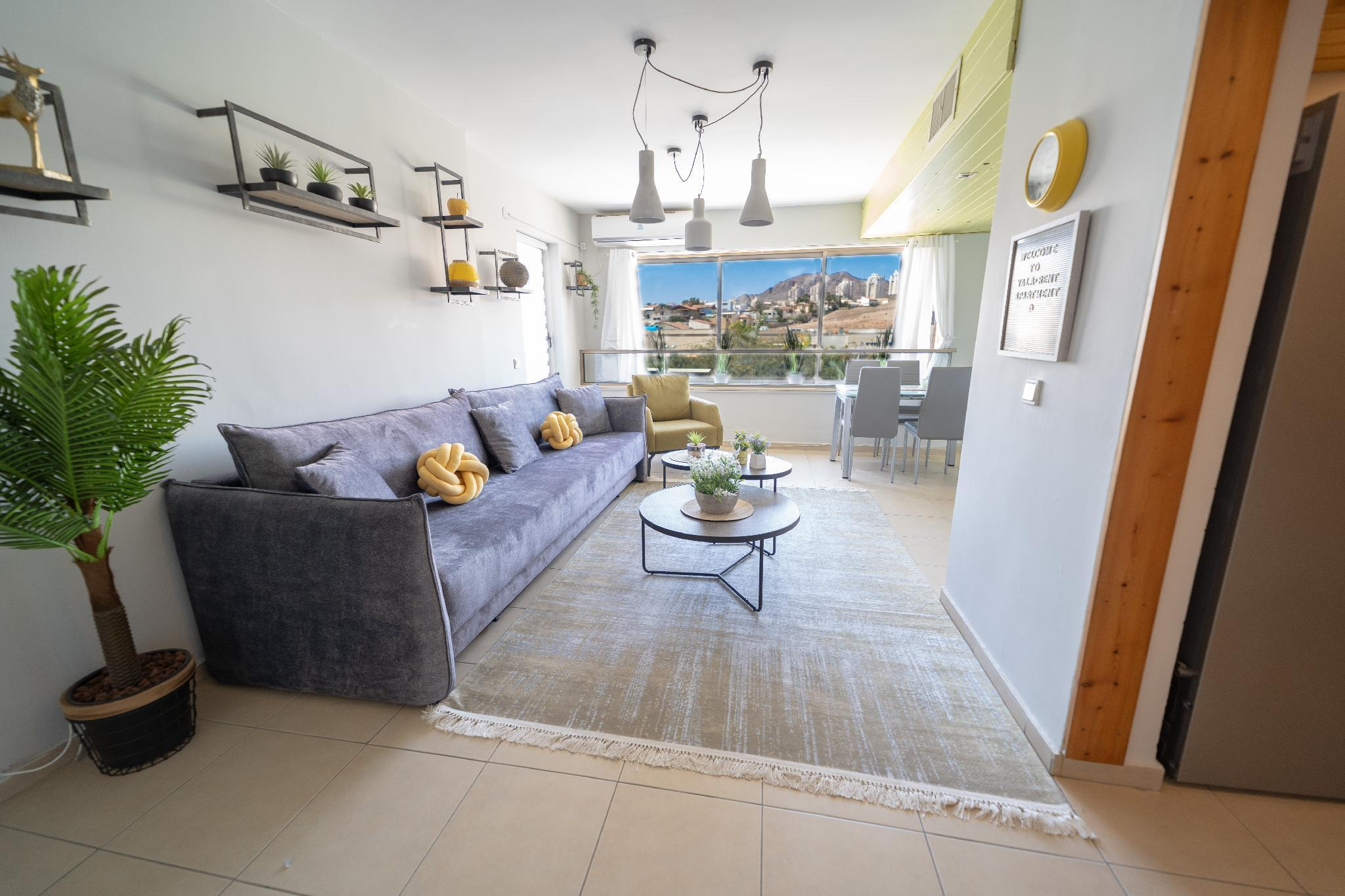 Stylish 2BR Apartment And Balcony