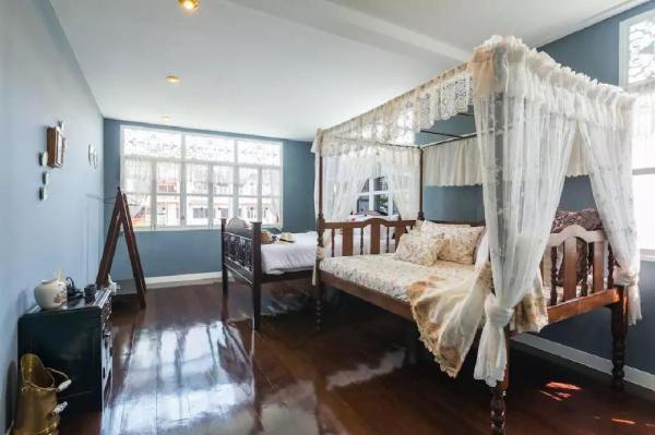 2 Bedrooms in Heritage Shophouse in Yaowaraj, Bkk Bangkok