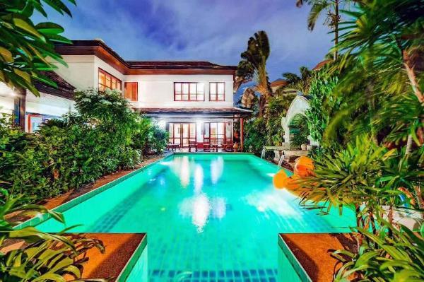 Luxury Thai style 4 bedroom pool villa  Pattaya