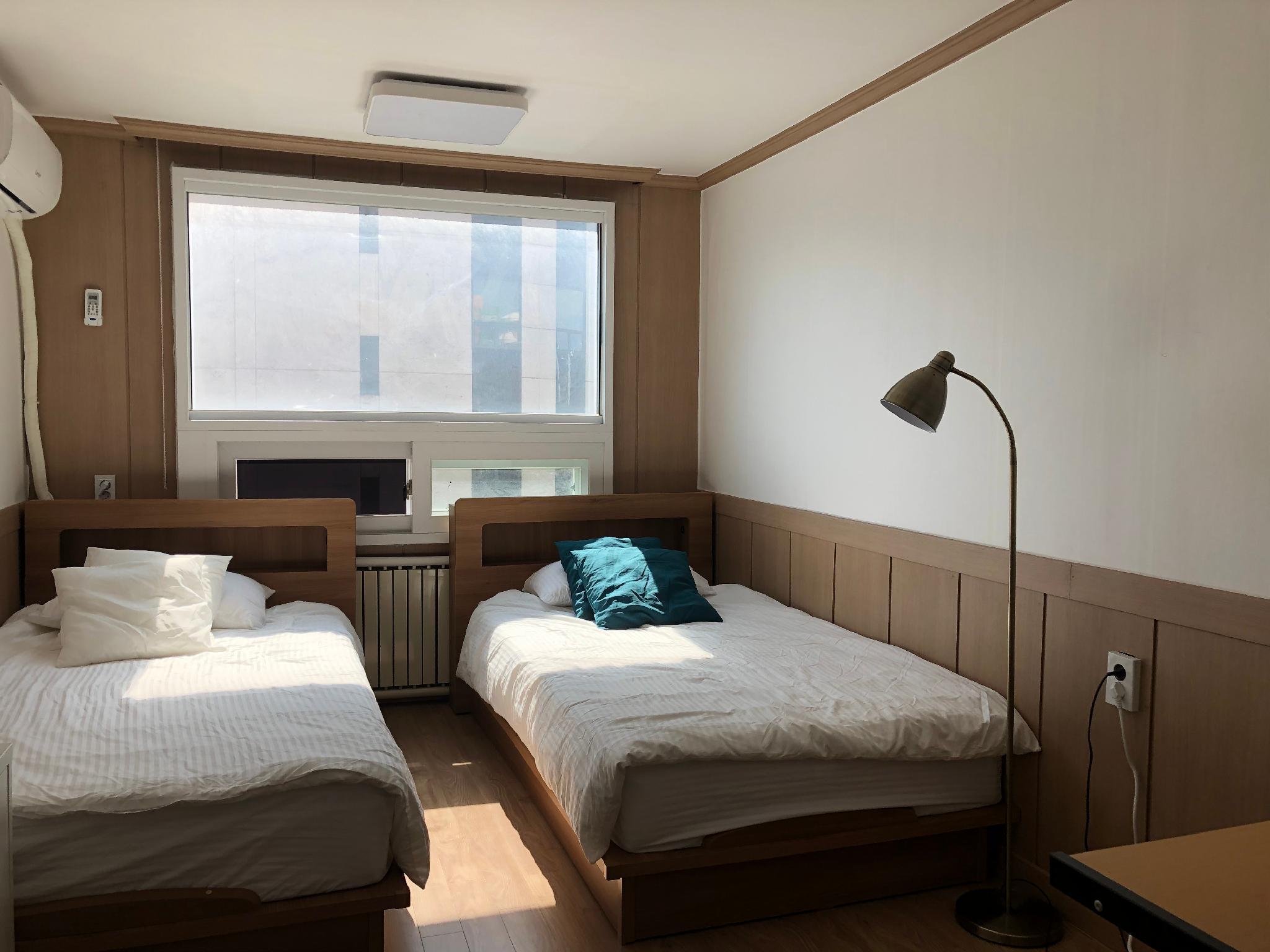 Cozy House Gongdeok   2 Super Single Bed Room