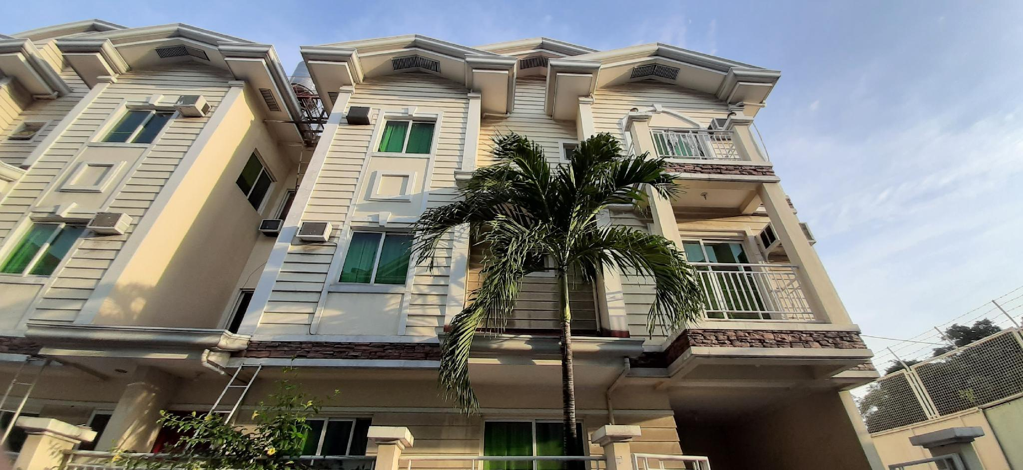 Homestay Townhouse Within Private Gated Compound