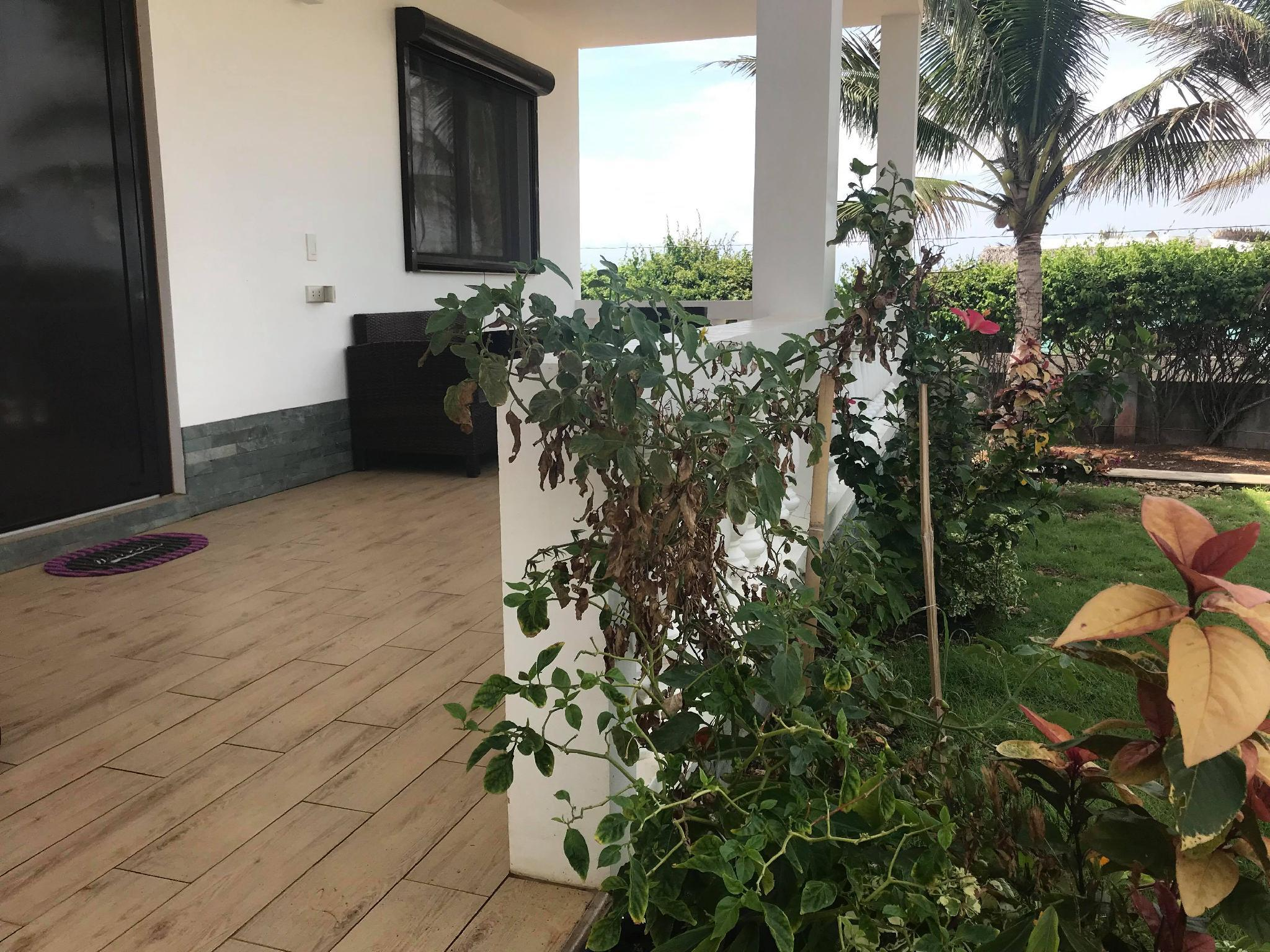 Azalea Garden Bungalow With Pool