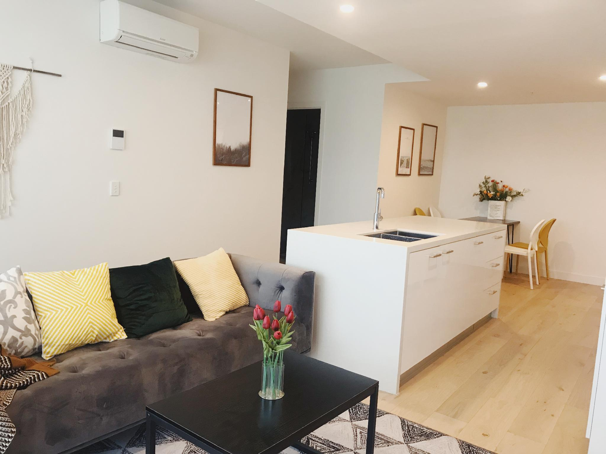 1 North Melbourne Warm Two Bedroom Apartment