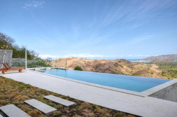Villa Alasa, Private 4-BR Villa with Infinity Pool Lombok
