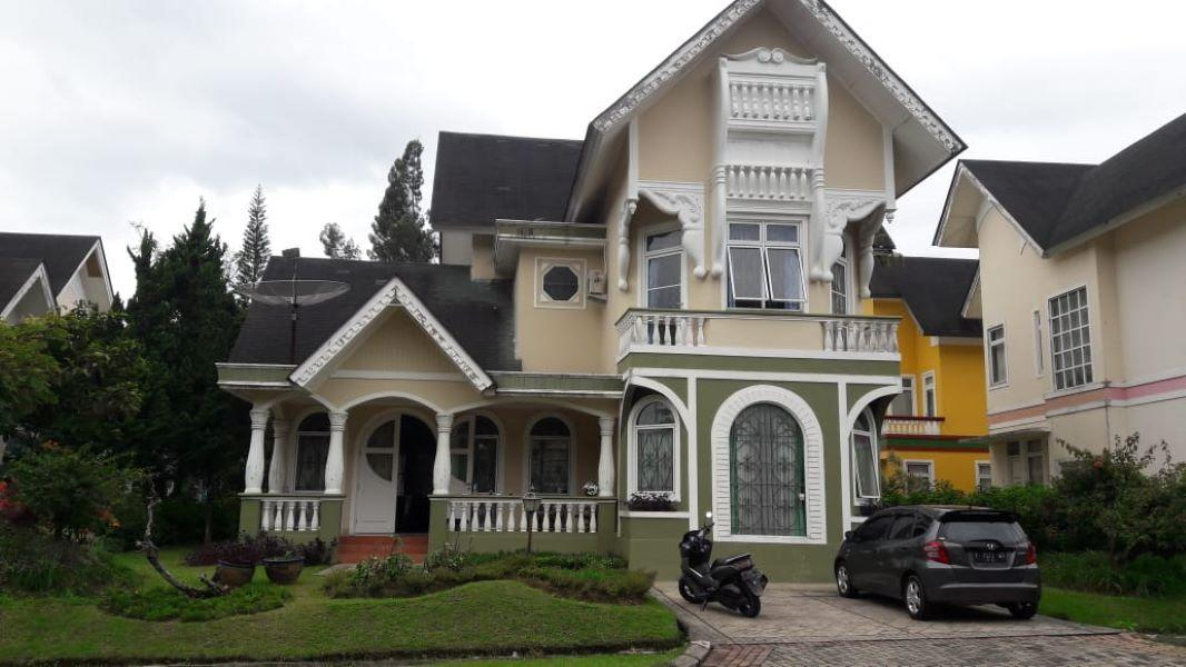 Villa Kota Bunga Victorian 4BR