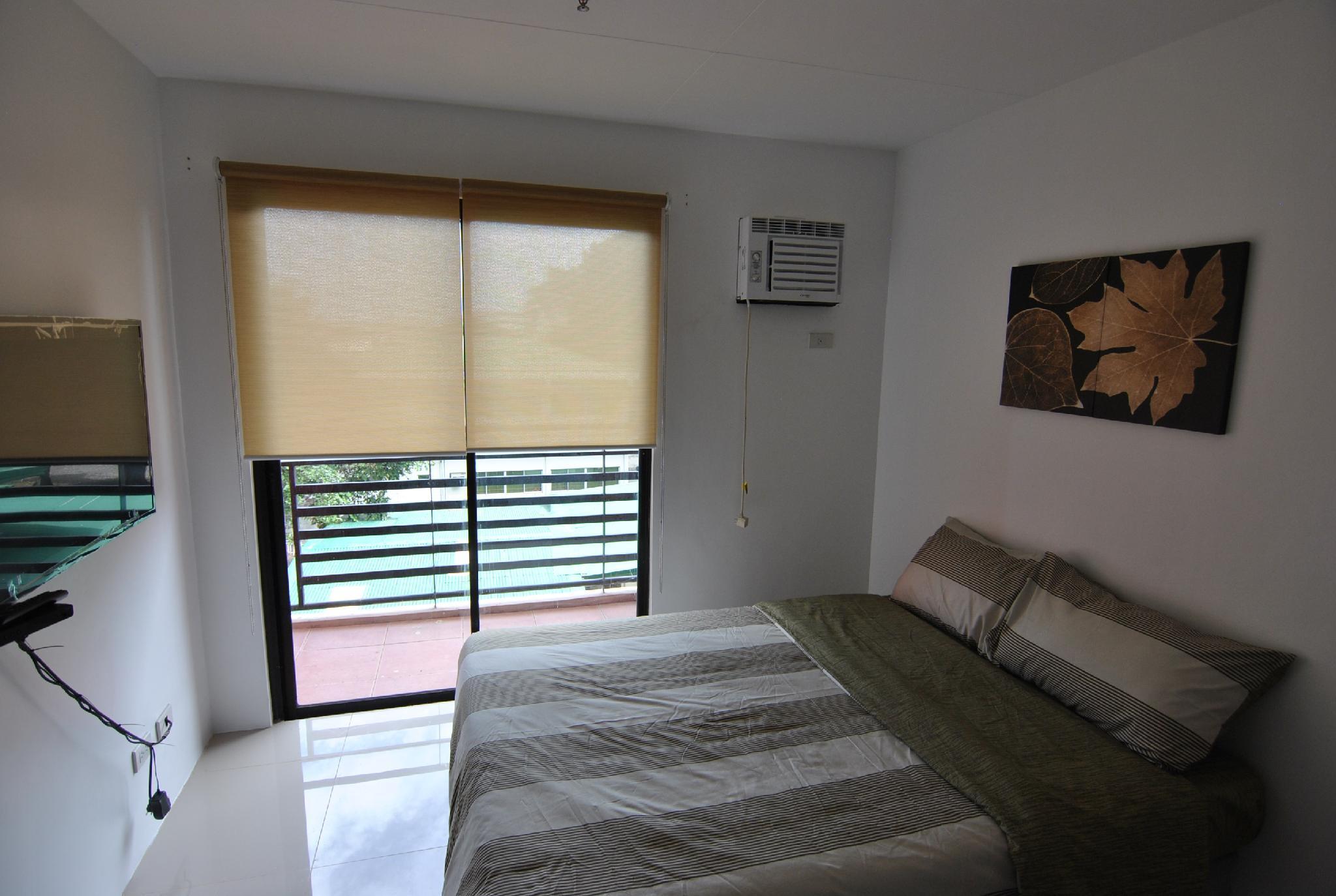 Attractive Riverside 2 Bedroom Unit w/ Balcony
