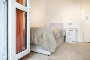 MALMESBURY ROAD -DELUXE SINGLE ROOM 2